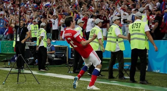 O brasileiro Mário Fernandes fez o gol de empate da Rússia na prorrogação