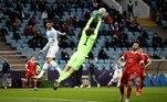 Horas antes, a Rússia venceu a Eslovênia por 2 a 1 em neste sábado (27), às 11 horas, no Estádio Olímpico de Fisht, na Rússia. O resultado foi obtido com dois gols do atacante Artem Dzyuba, que venceu o duelo com o grande goleiro Oblak. Josip Ilicic descontou para os eslovenos. Com a vitória, a Rússia, oitava colocada no último Mundial, quando foi o país-sede, chegou à liderança com grupo H, com duas vitórias em dois jogos