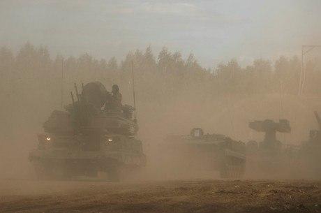 Tanques e navios russos estão mobilizados para exercício