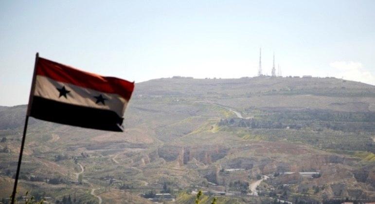 Exército russo bombardeou base que abrigava combatentes na Síria