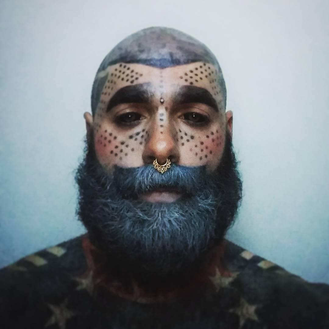 Cantor Todo Tatuado Brasileiro homem retira pênis e mamilos para ter corpo 100% tatuado