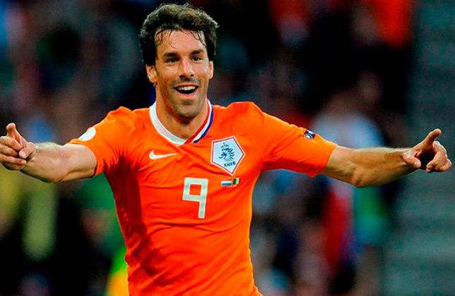 Ruud van Nistelrooy - O ex-centroavante do Manchester United também anotou seis gols em oito partidas