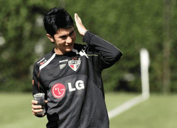 SAAVEDRA - Saavedra chegou ao São Paulo em julho de 2009, depois de uma passagem pelo Vitória. Após seis meses, o zagueiro chileno deixou o clube sem entrar em campo uma vez sequer