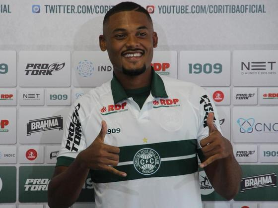 SABINO- Coritiba (C$ 7,45) Cobrador de pênaltis num time que enfrenta um Vasco que deve poupar seus principais jogadores para Copa Do Brasil. Pelo contexto da rodada, torna-se uma das melhores opções para a posição neste fim de semana, ainda mais jogando no Couto Pereira.