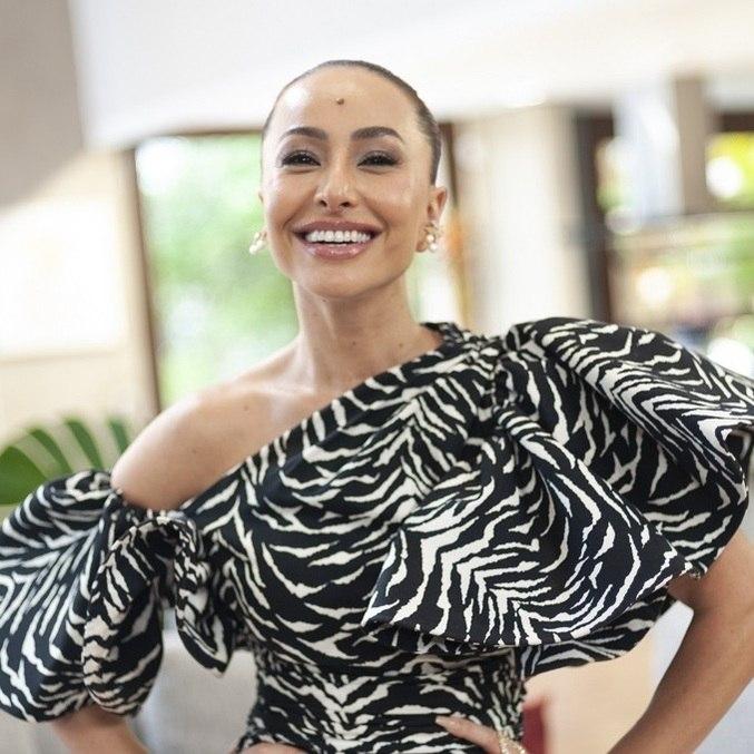 Sabrina Sato se prepara para gravar reality show A Ilha