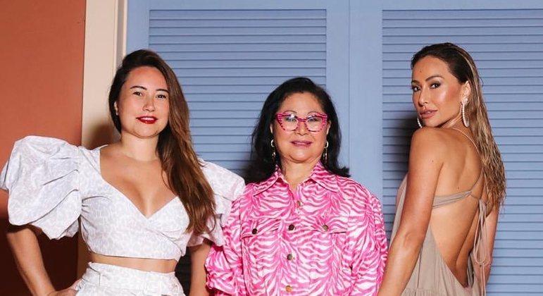 Sabrina Sato parabeniza irmã, Karina Sato