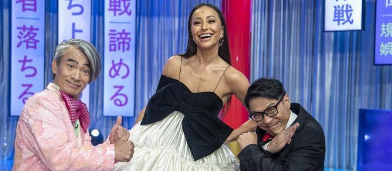 Sabrina Sato comanda o novo Domingo Show