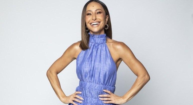 Sabrina Sato comanda o reality Ilha Record de segunda a sábado