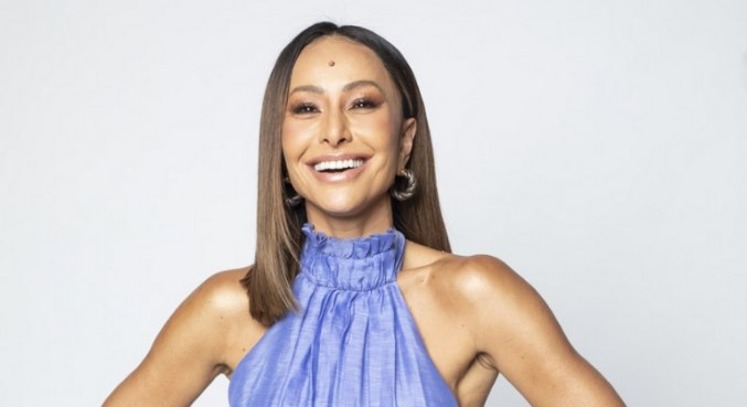 Sabrina Sato está à frente do reality Ilha Record, que estreia em julho