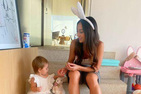 Zoe e Sabrina durante a Páscoa