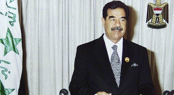 Os Estados Unidos se aliaram a Saddam Hussein, na guerra entre Iraque e Irã entre 1980 e 1988, iniciada por uma disputa territorial na fronteira entre os dois países