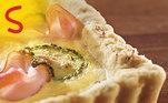 O Peito de Peru Sadia é feito somente com peito de peru epassa por um processo de 12 horas de defumação, resultando em coloração e saborúnicos, além daquela tradicional casca que todo mundo já conhece. Imagina umatorta de abobrinha com Peito de Peru Sadia? É muito fácil de fazer! Vejaa receita aqui