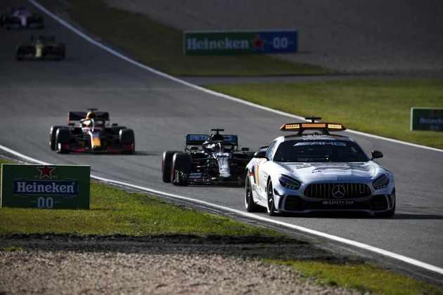 Safety-car precisou entrar na pista após abandono de Lando Norris