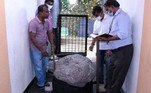 Trabalhadoresque escavavam um poçoencontraram uma safira de tamanho recorde, avaliada inicialmente em R$ 516,170 milhões (72 milhões de libras)