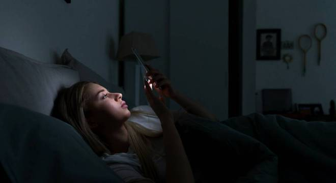 Saiba como o uso intenso do celular pode afetar negativamente sua saúde