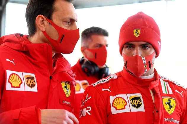Sainz ainda volta para o carro na manhã da quinta-feira, depois entrega nas mãos de Mick Schumacher