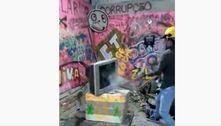 Cidade Tiradentes (SP) tem espaço para o público extravasar a raiva