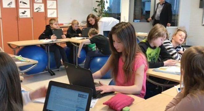 Professores finlandeses contam com programa de mentoria que os ajuda em sala de aula