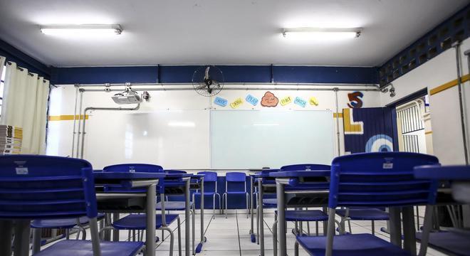Pesquisa revela que maioria é contra o retorno às aulas presenciais em SP