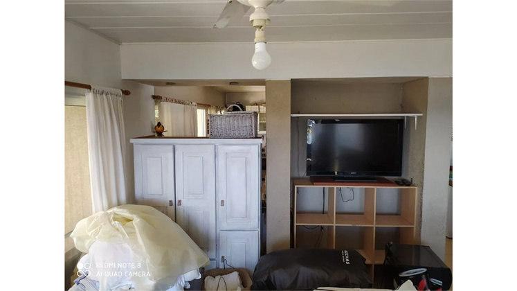 A sala de estar não era das maiores e, por ali, Maradona assistia às partidas de futebol