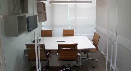 Sala de reunião de coworking aberto em Santos