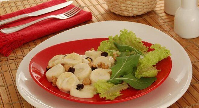salada com banana