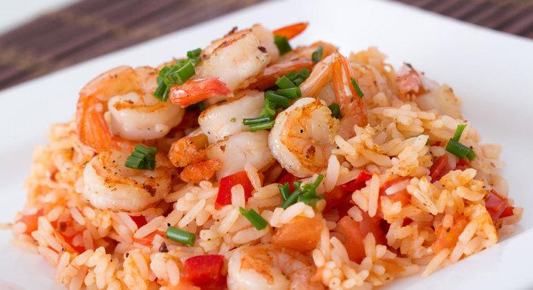 Salada de arroz com camarão