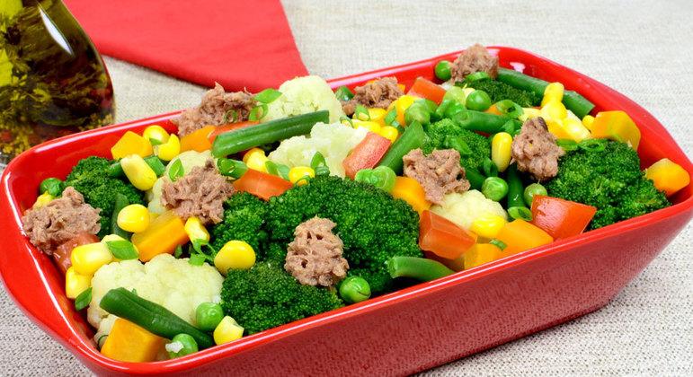 Salada de brócolis com couve-flor