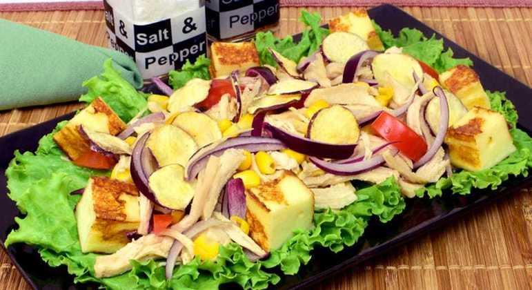 Salada de chips de batata-doce
