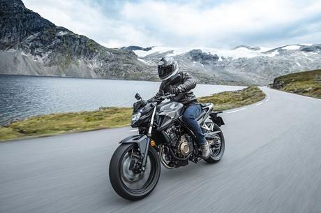 CB 500F moto de média cilindrada agora conta com embreagem deslizante