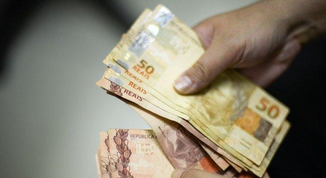 Salário mínimo de R$ 998 para 2019 é aprovado pelo Congresso Crédito: Marcello Casal Jr. / Agência Brasil / CP Memória