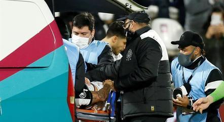Salazar deixou o gramado de ambulância