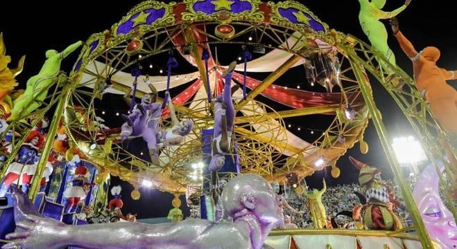 Salgueiro recriou um circo para homenagear o primeiro palhaço negro do Brasil