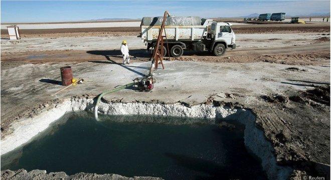 Muito do lítio do mundo é extraído das enormes salinas da América do Sul, mas o processo usa grandes quantidades de água