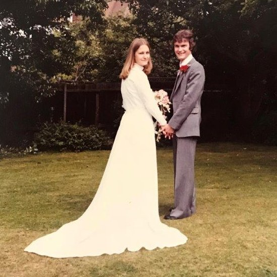 Sally e Richard em seu casamento, em 1979; filho diz que ela vivia 'presa' ao marido