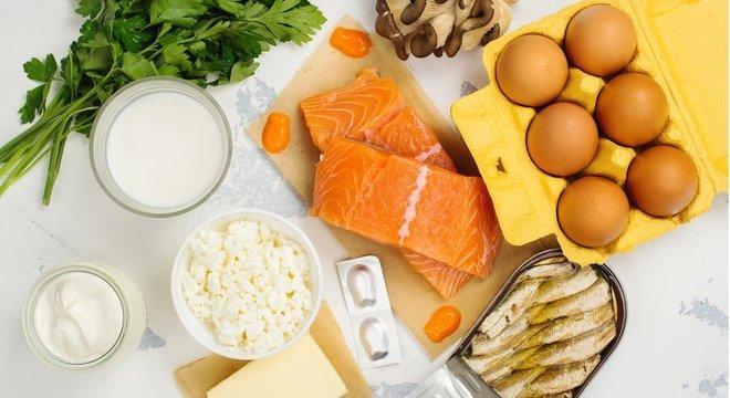 Peixes gordurosos e derivados do leite estão entre as principais fontes de vitamina D na alimentação — mas as dietas modernas são pobres nela, alertam especialistas