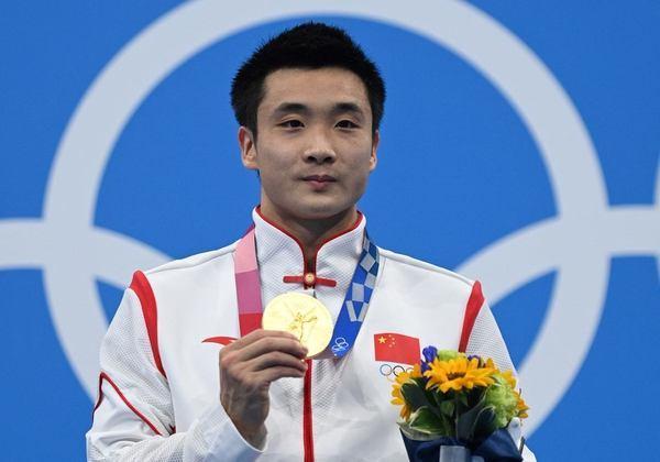 SALTOS ORNAMENTAIS - A China fez dobradinha no pódio. A medalha de ouro da plataforma 10m ficou com Yuan Cao e a medalha de prata ficou com Jian Yang. Thomas Daley, da Grã Bretanha, ficou com bronze.