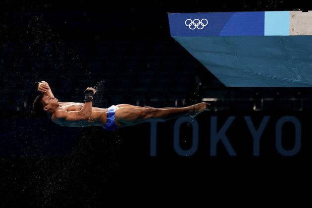 SALTOS ORNAMENTAIS - Isaac Filho, de 22 anos, que tirou 67.20 pontos no primeiro salto, foi perdendo posições e terminou em 20º lugar com 339.30 pontos, fora da semifinal. O atleta foi medalha de bronze nos Jogos Mundiais Militares de 2019.