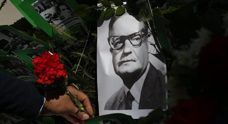 Salvador Allende foi deposto no golpe militar de 11 de setembro de 1973 liderado por Pinochet
