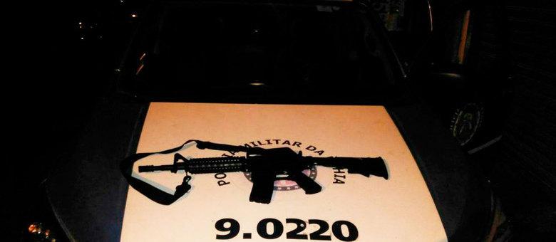 Após a ação, os homens fugiram e deixaram a imitação da arma no local do crime