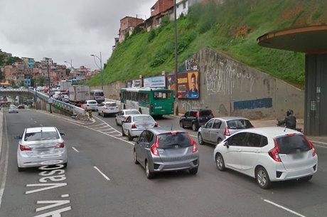 Acidente ocorreu na subida no Viaduto Rômulo Almeida