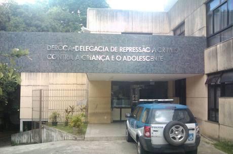 Os presos estão sendo levados para a Delegacia Especializada de Crimes Contra Criança Adolescente