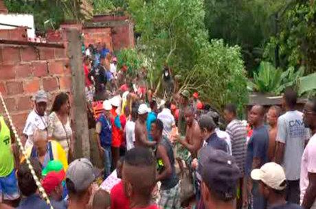 Desabamento atingiu sete pessoas, entre elas, uma criança de 12 anos