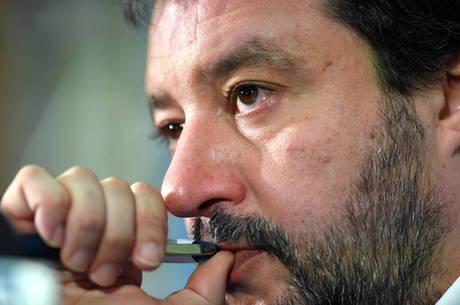 Salvini pode ser julgado por bloqueio de porto