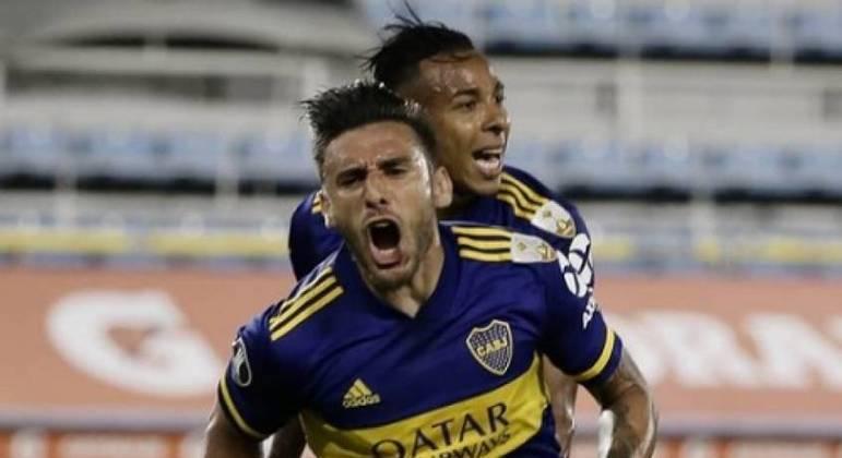 Jogadores do Boca comemoram gol contra o Racing