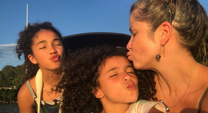 Samara Felippo culpou 'irresponsabilidade alheia' por filha caçula ter pego covid-19