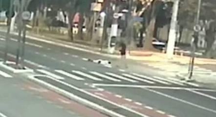 Vídeo mostra sambista caído após ser esfaqueado