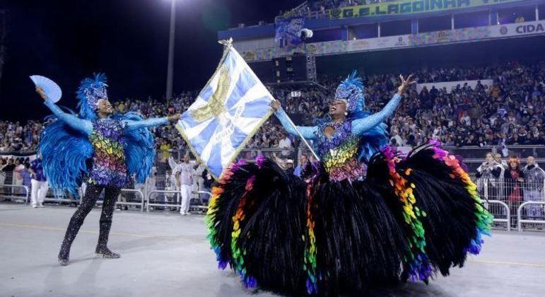 Escolas de samba trabalham sem saber se haverá mesmo desfile este ano em SP