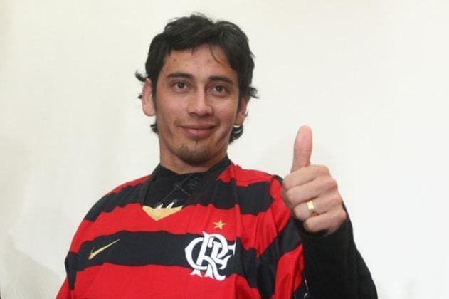 Sambueza - O argentino Rubens Sambueza foi contratado pelo Flamengo durante o Brasileirão de 2008 com euforia por seu desempenho no River Plate. Porém, jogou somente sete vezes e não fez gols.