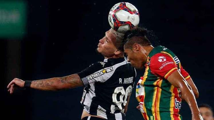 Sampaio Corrêa - Sobe: Dominou o início do jogo e levou perigo ao Alvinegro nos primeiros minutos / Desce: Com dificuldade na linha de marcação, falhou na construção de jogadas e permitiu a inversão do Botafogo.